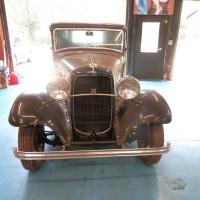 Blue Deuce: 1932 Ford Model B De Luxe Coupé