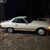The white option: 1986 Mercedes-Benz 560 SL